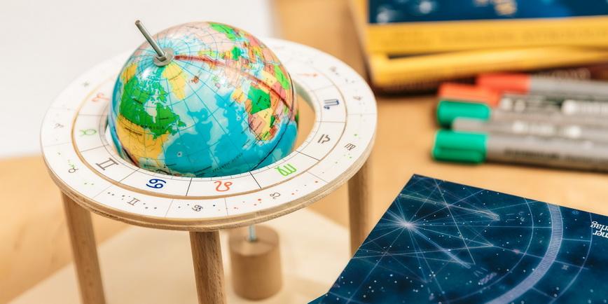 Modell von Erde und Ekliptik