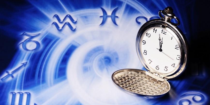 Sternzeichen und Uhr
